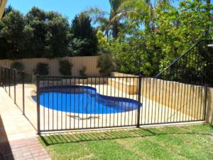 Tubular Pool Fence-3