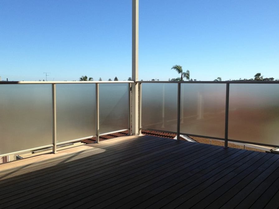 Aluminium glass balustrade
