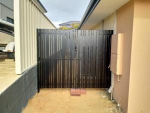Doulbe Gate_Vertical Slats